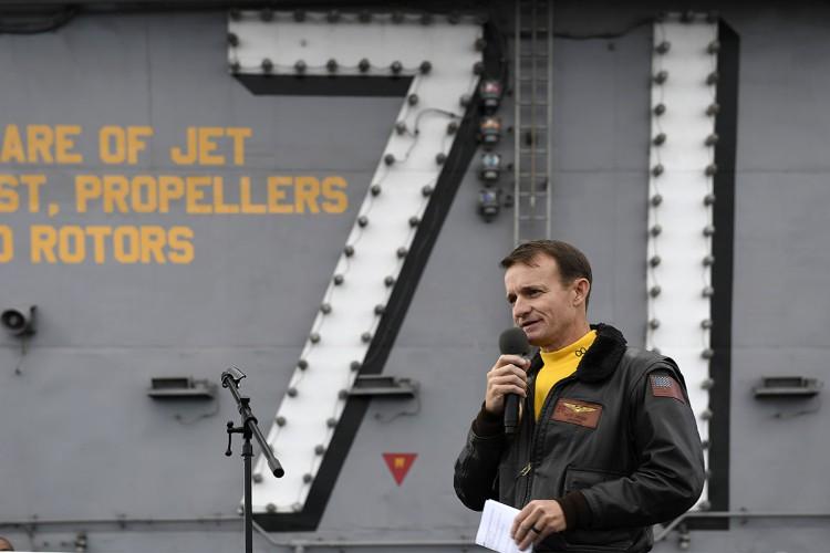 Dowódca lotniskowca Roosevelt nie zostanie wydalony z marynarki wojennej (wideo) - GospodarkaMorska.pl