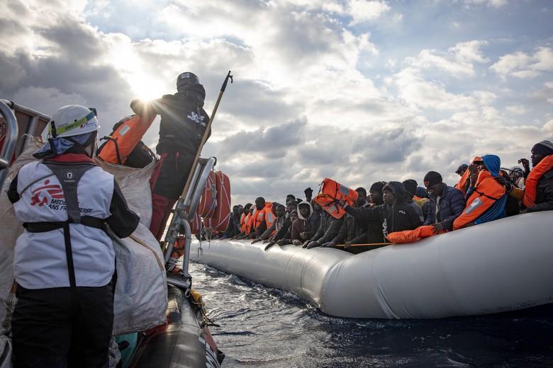 Grecja: Drugi ośrodek dla migrantów objęto kwarantanną - GospodarkaMorska.pl