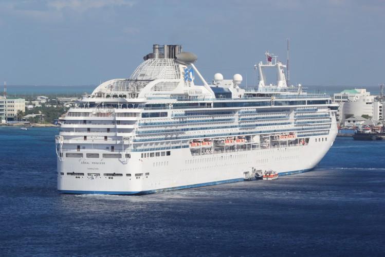 Pasażerowie Coral Princess schodzą na ląd w Miami - GospodarkaMorska.pl