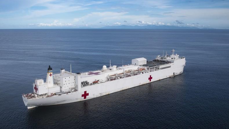 USA: Członek załogi statku-szpitala USNS Comfort zakażony koronawirusem - GospodarkaMorska.pl