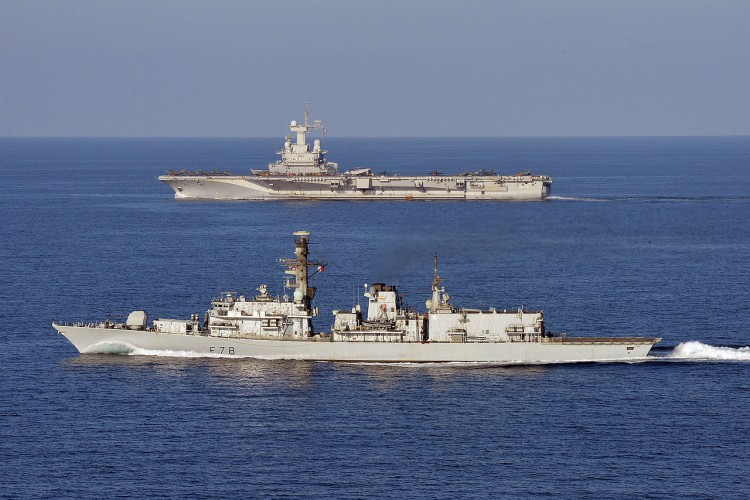 Lotniskowiec wraca do portu, u niektórych członków załogi objawy Covid-19 - GospodarkaMorska.pl