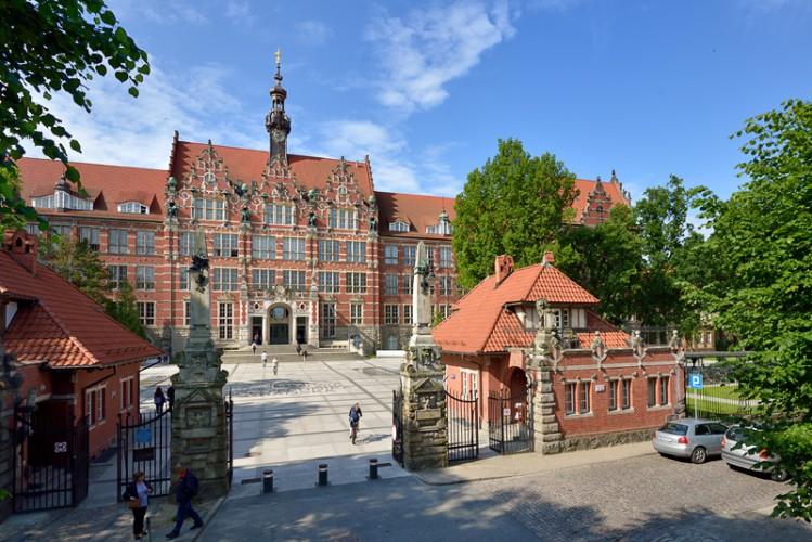 Politechnika Gdańska przedłużyła do 3 maja zawieszenie tradycyjnych zajęć - GospodarkaMorska.pl