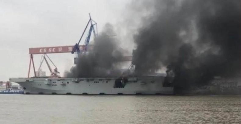 Pożar na pierwszym chińskim śmigłowcowcu desantowym typu 075 (foto, wideo) - GospodarkaMorska.pl