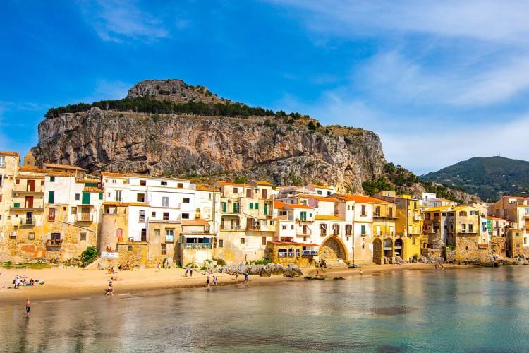 Burmistrz włoskiego kurortu proponuje rezerwację miejsc na plaży - GospodarkaMorska.pl