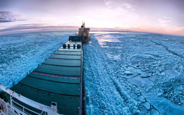 Topnienie lodowców spowodowało duży wzrost transportu przez Arktykę - GospodarkaMorska.pl