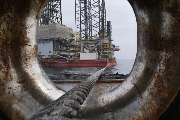 Paryż ostrzega przed skutkiem niskich cen ropy, Rijad rozważa zmniejszenie produkcji - GospodarkaMorska.pl