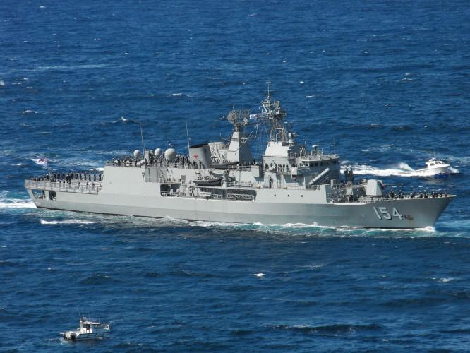 Australijska fregata dołączyła do okrętów USA na Morzu Południowochińskim - GospodarkaMorska.pl
