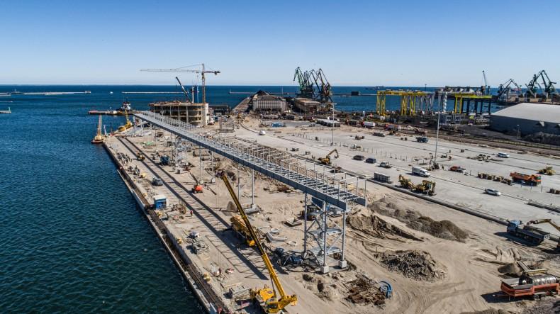Mimo kryzysu Covid-19 budowa Publicznego Terminalu Promowego w Porcie Gdynia idzie pełną parą [foto, wideo] - GospodarkaMorska.pl