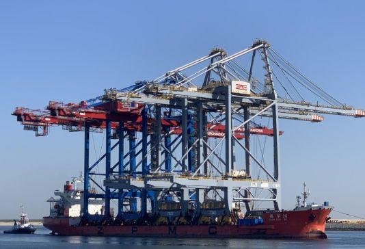 Rotterdam World Gateway z dwoma nowymi suwnicami - GospodarkaMorska.pl