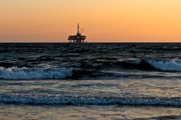 Ceny ropy w USA mocno rosną - GospodarkaMorska.pl
