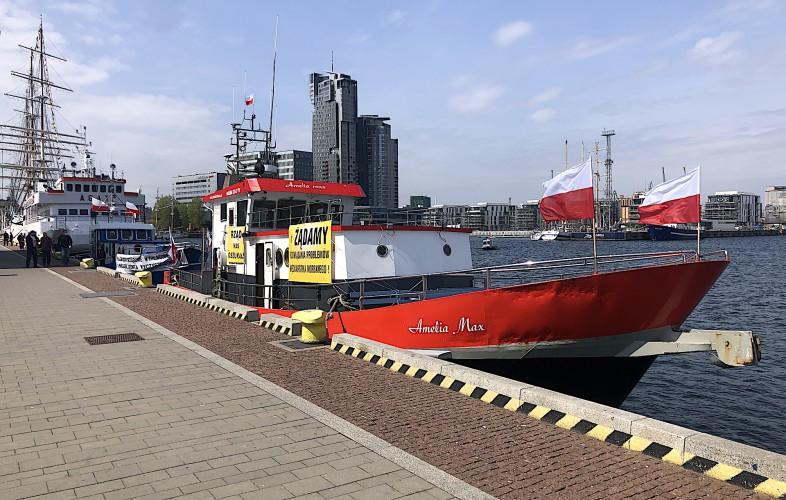 Pomorskie: Protestujący rybacy rekreacyjni apelują do premiera [foto] - GospodarkaMorska.pl