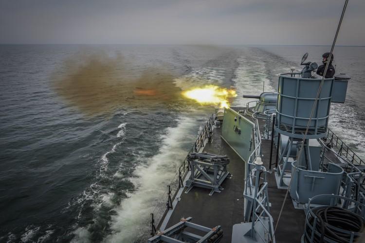 Zatoka w ogniu: ćwiczenia 3. Flotylli Okrętów (foto, wideo) - GospodarkaMorska.pl