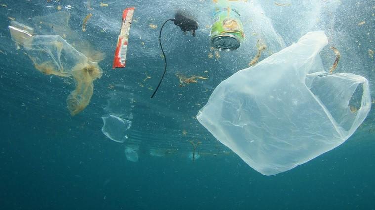CNN: wskutek koronawirusa rośnie produkcja plastików jednorazowego użytku - GospodarkaMorska.pl
