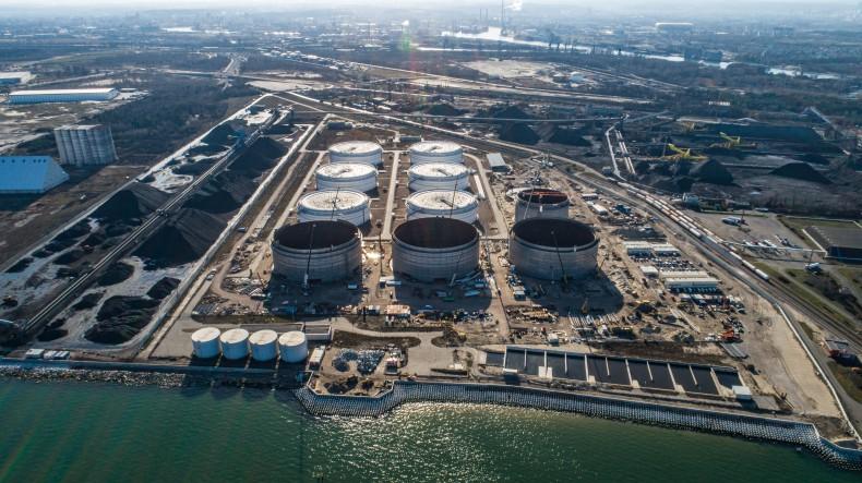Kolejna inwestycja w Porcie Gdańsk wchodzi w zasadniczą fazę realizacji - próby szczelności zbiorników Terminala Naftowego PERN  [foto, wideo] - GospodarkaMorska.pl