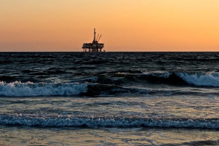 Ceny ropy w USA spadają - GospodarkaMorska.pl