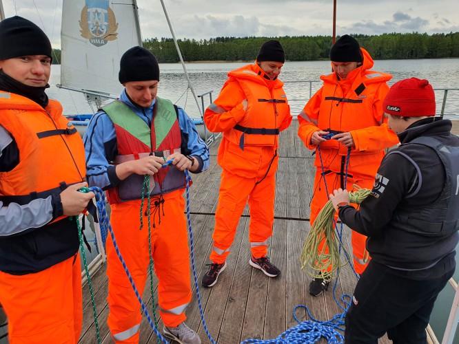 Szkolenie żeglarskie i leadership podchorążych - GospodarkaMorska.pl