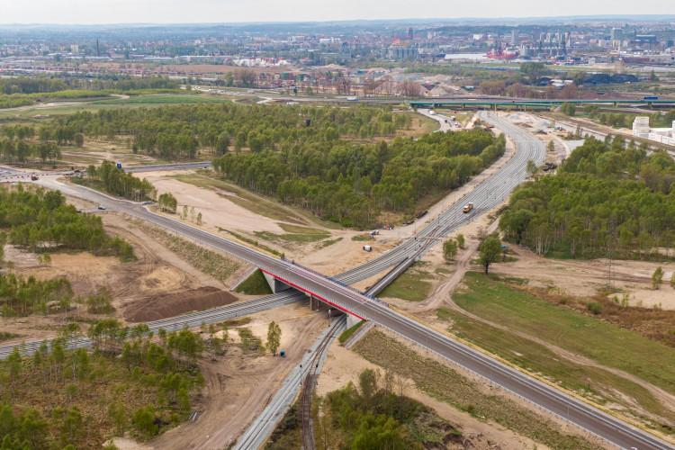 Inwestycja drogowo-kolejowa w Porcie Gdańsk już na finiszu (foto, wideo) - GospodarkaMorska.pl