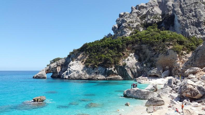 Na Sardynii można już kąpać się w morzu - GospodarkaMorska.pl