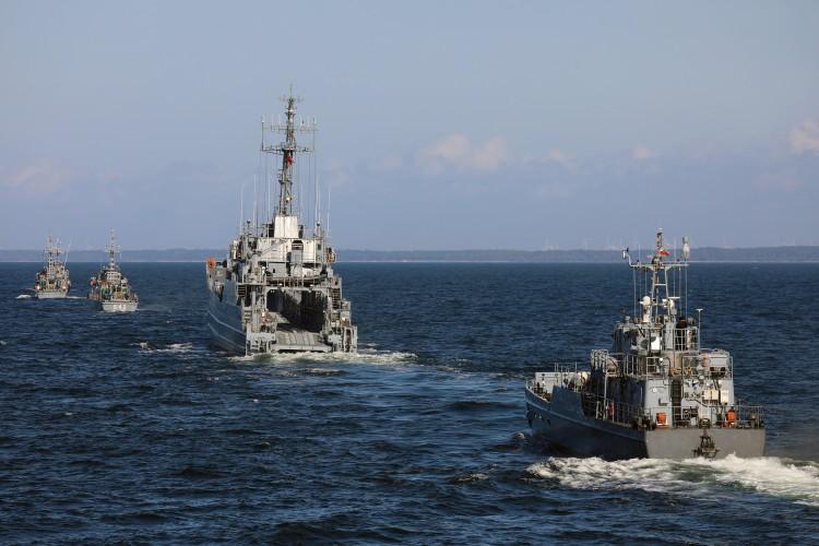 Artyleria, miny i desant, czyli morskie szkolenie sił 8. Flotylli Obrony Wybrzeża - GospodarkaMorska.pl