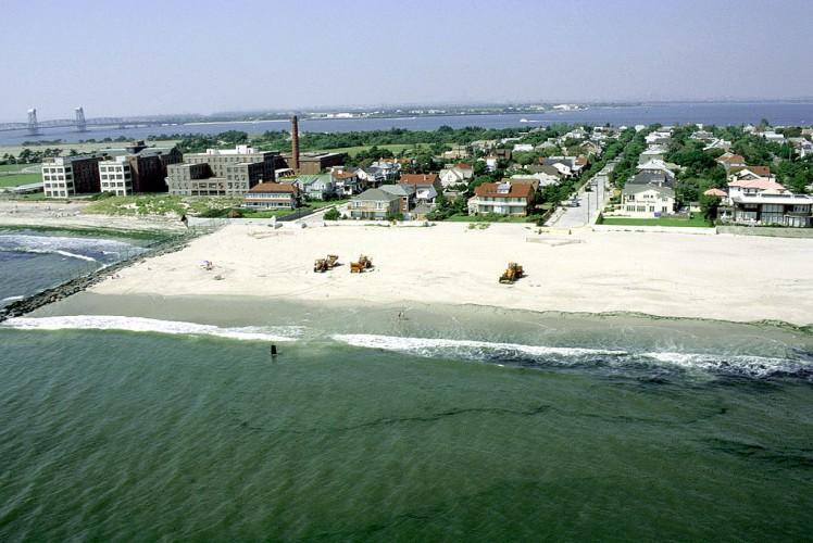 Burmistrz Nowego Jorku ponownie ostrzega przed pływaniem w oceanie - GospodarkaMorska.pl