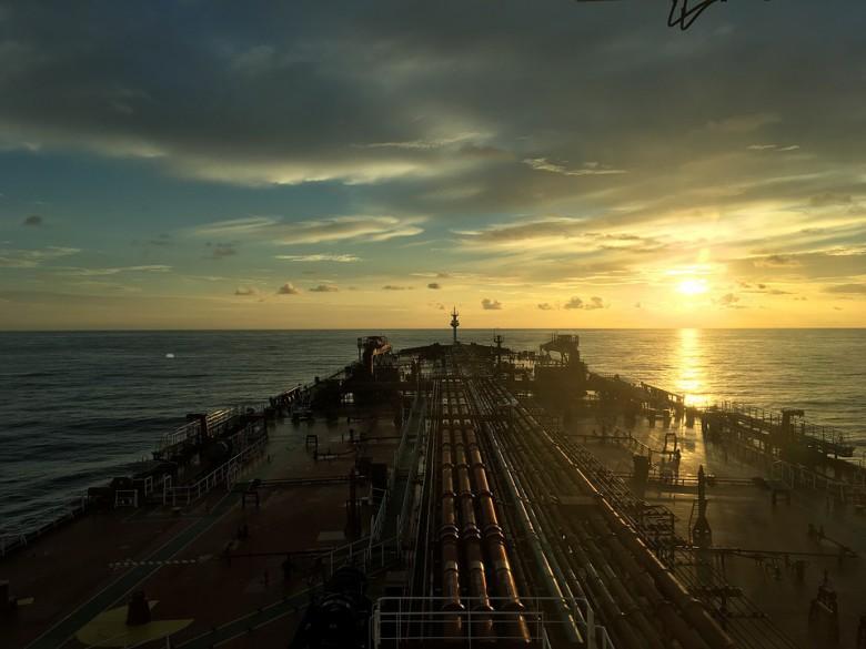Ceny ropy w USA rosną - eskaluje wojna słów na linii USA-Chiny - GospodarkaMorska.pl