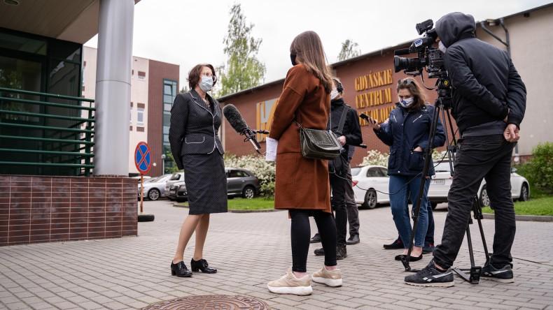 Kolejne urządzenia do laboratoriów przekazane przez trójmiejskie porty w ramach akcji #dzielmysiędobrem (foto, wideo) - GospodarkaMorska.pl