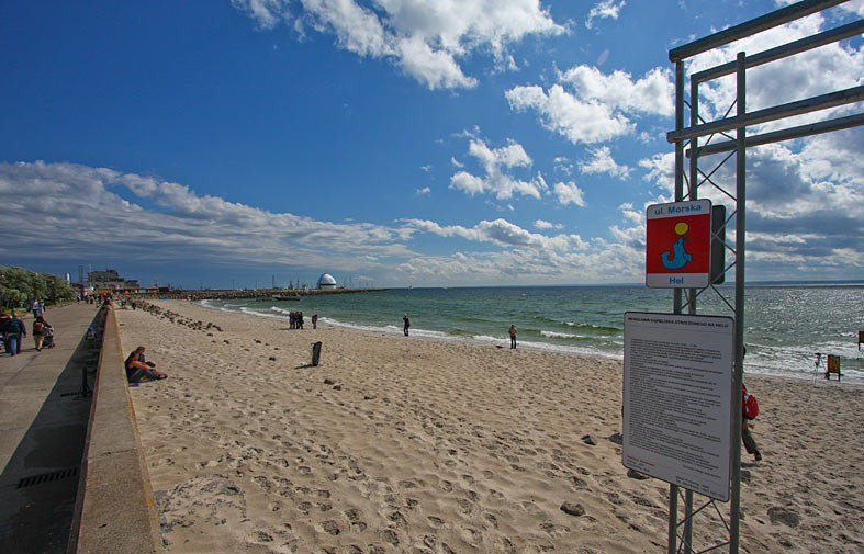 COVID-19: Plaża na Półwyspie Helskim jedną z najbardziej bezpiecznych w Europie - GospodarkaMorska.pl