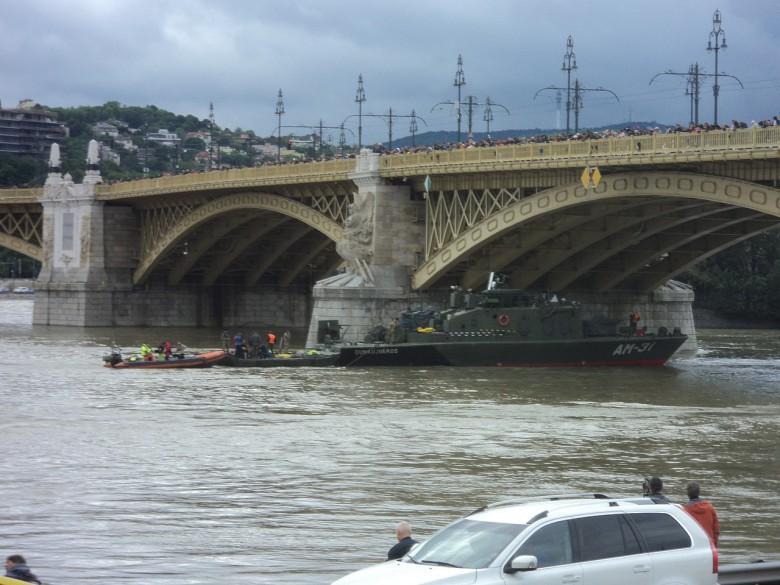 Upamiętniono ofiary zatonięcia statku na Dunaju - GospodarkaMorska.pl