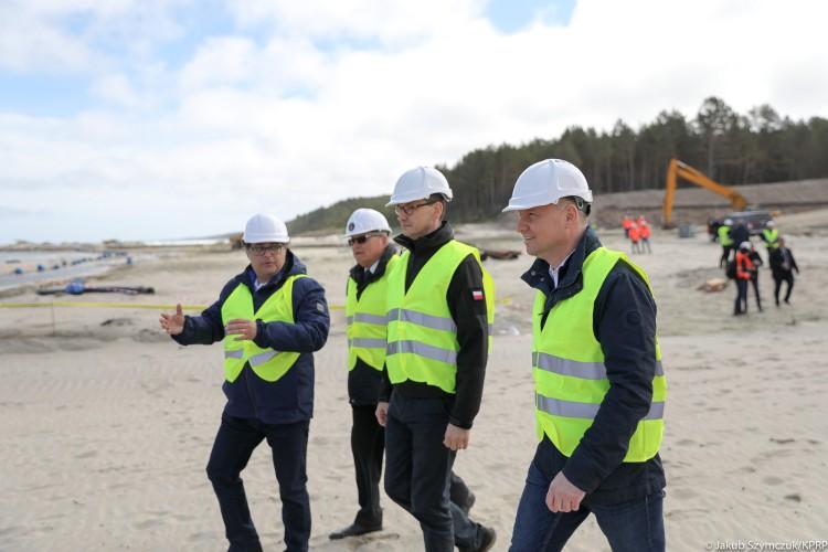 Prezydent, premier i minister Gróbarczyk odwiedzili teren budowy przekopu przez Mierzeję Wiślaną (foto) - GospodarkaMorska.pl