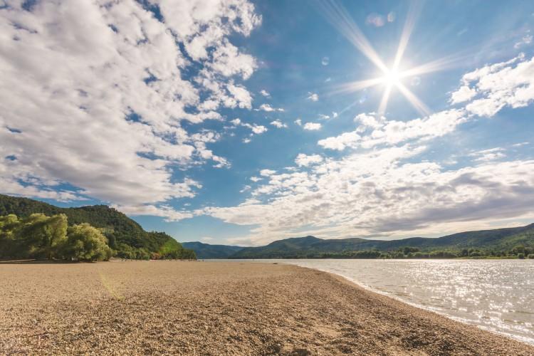 Węgry: Otwierają się plaże w całym kraju, ruszają statki na Balatonie - GospodarkaMorska.pl