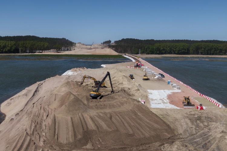 Rozpoczęła się budowa sztucznej wyspy na Zalewie Wiślanym (foto, wideo) - GospodarkaMorska.pl