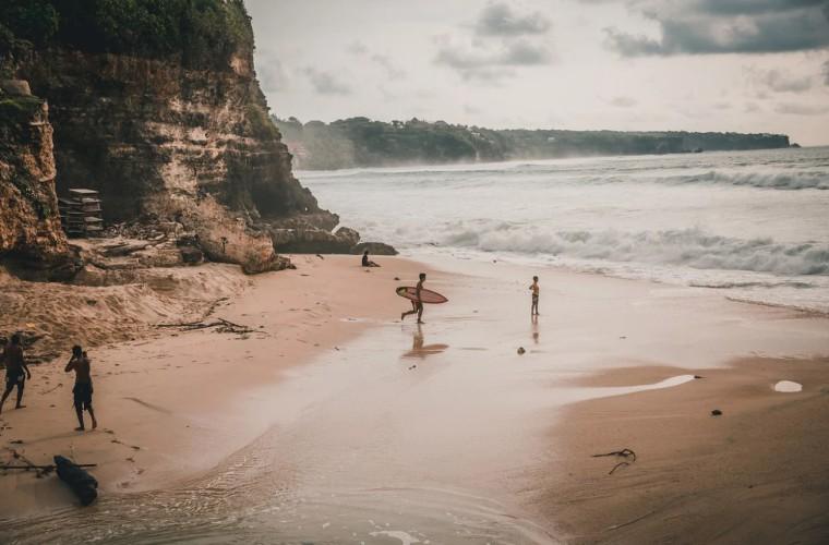 W najbliższej przyszłości nie ma planów otwarcia Bali dla turystów - GospodarkaMorska.pl
