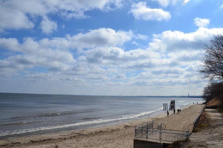 Zwłoki 26-latka na plaży w Gdyni - GospodarkaMorska.pl