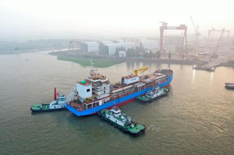 Zwodowano pierwszą bunkierkę LNG w historii Singapuru - GospodarkaMorska.pl