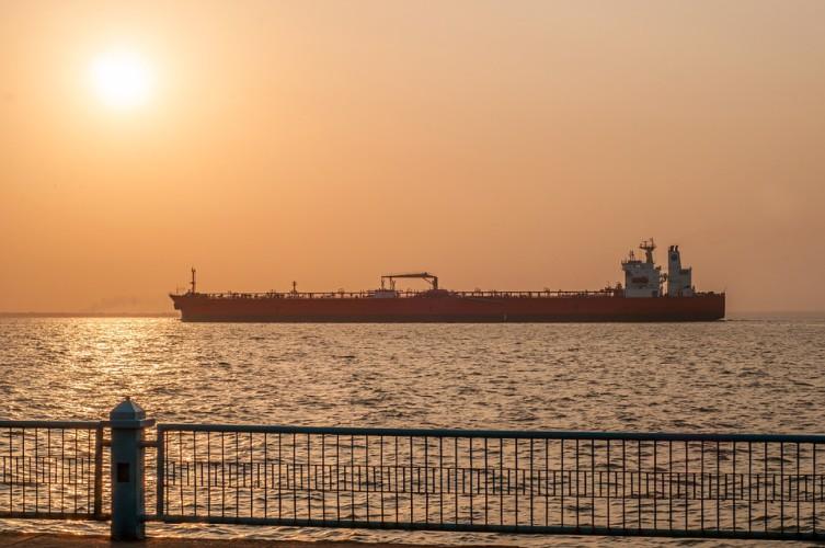Ropa w USA drożeje - w centrum uwagi decyzje OPEC+ i protesty za Oceanem - GospodarkaMorska.pl
