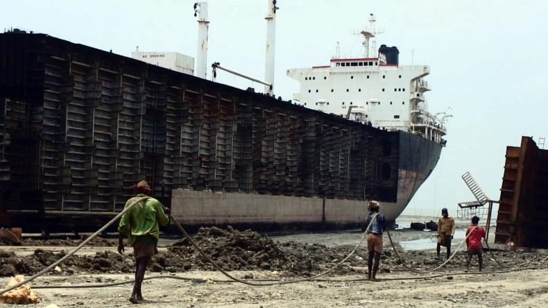 Przemysł złomowy statków powoli odnawia działalność po krysysie - GospodarkaMorska.pl