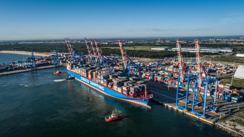 Jeden z najdłuższych kontenerowców świata w gdańskim porcie (foto, wideo) - GospodarkaMorska.pl