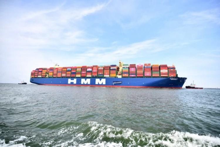 Największy na świecie kontenerowiec zawinął do Europy - GospodarkaMorska.pl