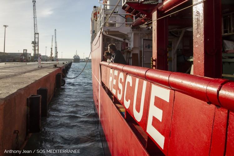 Co najmniej 20 migrantów zginęło po zatonięciu łodzi na Morzu Śródziemnym - GospodarkaMorska.pl