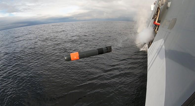 Pierwsze próby strzelania z użyciem Saab Lightweight Torpedo z korwety i okrętu podwodnego zakończone sukcesem (wideo) - GospodarkaMorska.pl