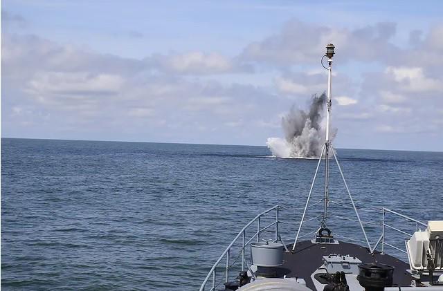Gdynia: Marynarka Wojenna rozpoczęła neutralizację miny - GospodarkaMorska.pl