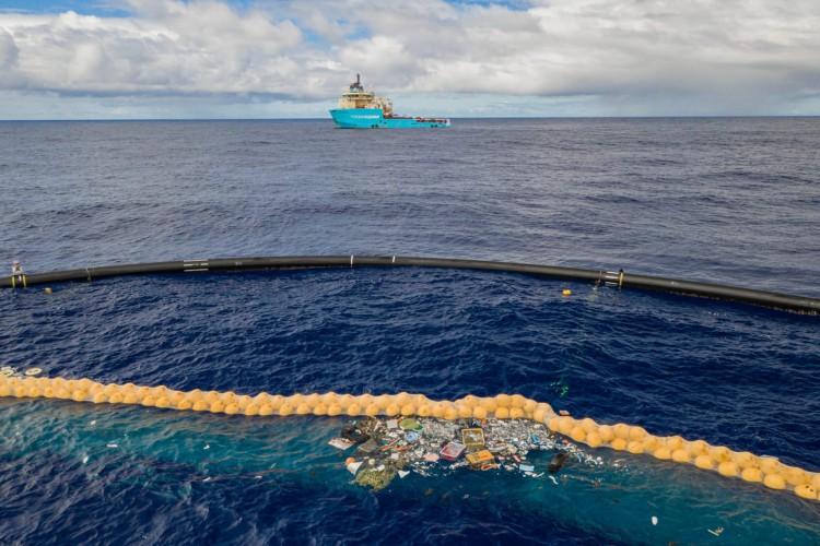 Autonomiczny robot oczyszcza już Pacyfik z wielkiej plamy odpadów. Teraz usunie także plastik z rzek i portów - GospodarkaMorska.pl