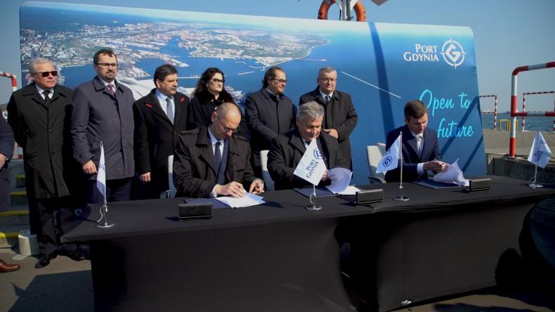 Podpisanie umowy na rozbudowę dostępu kolejowego do zachodniej części Portu Gdynia - GospodarkaMorska.pl