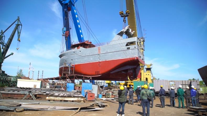 Wodowanie trawlera Spes Nova w stoczni Safe w Gdańsku - GospodarkaMorska.pl