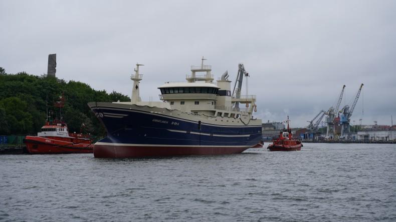 Stocznia Remontowa Shipbuilding przekazała częściowo wyposażony trawler pelagiczny - GospodarkaMorska.pl