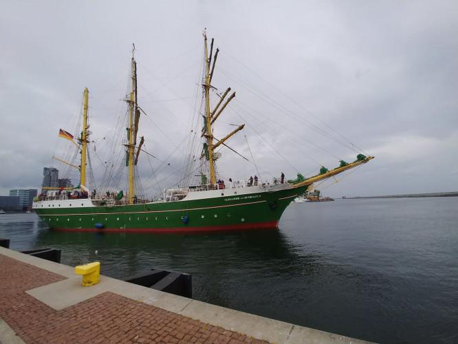 Alexander von Humboldt II w Porcie Gdynia - GospodarkaMorska.pl