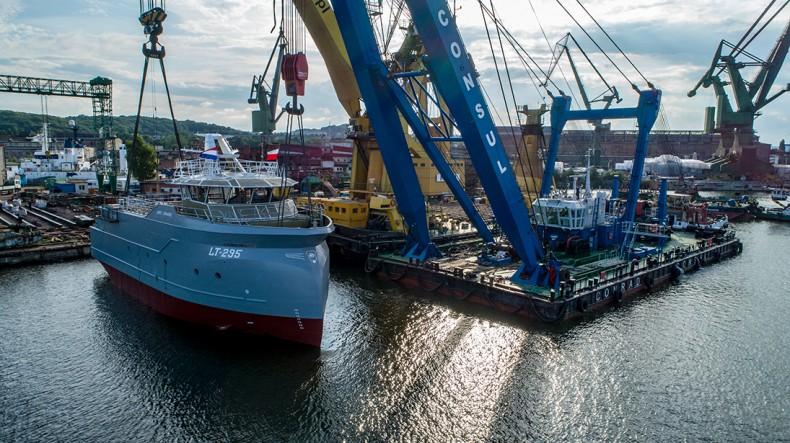 Wodowanie trawlera Jonge Johannes w stoczni Safe w Gdańsku - GospodarkaMorska.pl