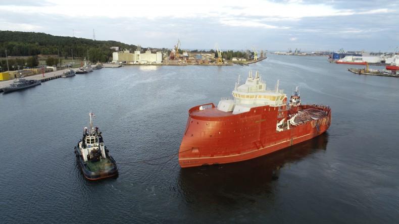 Częściowo wyposażony statek dla morskiej energetyki wiatrowej wypływa z CRIST - GospodarkaMorska.pl
