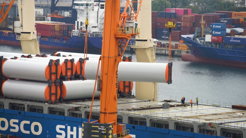 Tian Hui w Porcie Gdynia z rekordowym transportem elementów turbin wiatrowych - GospodarkaMorska.pl