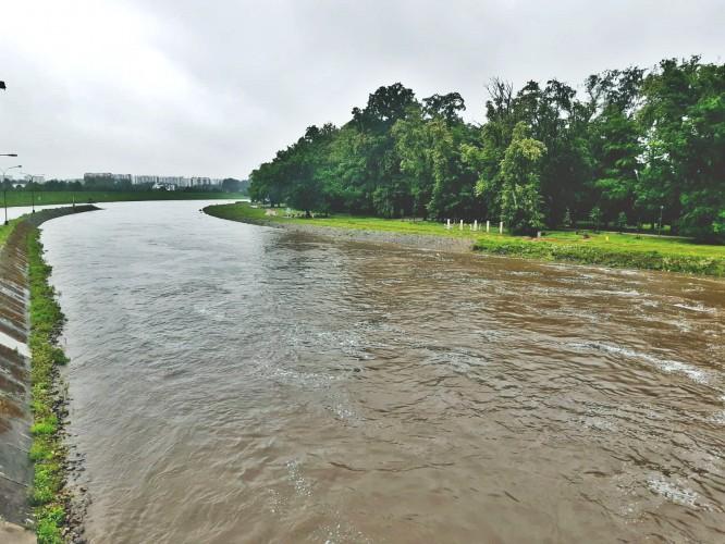 Nadal wysoki stan wód w rzekach, liczne interwencje strażaków - GospodarkaMorska.pl